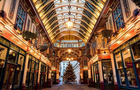 leadenhall-market-at-christmas-time-dngnm0.jpg